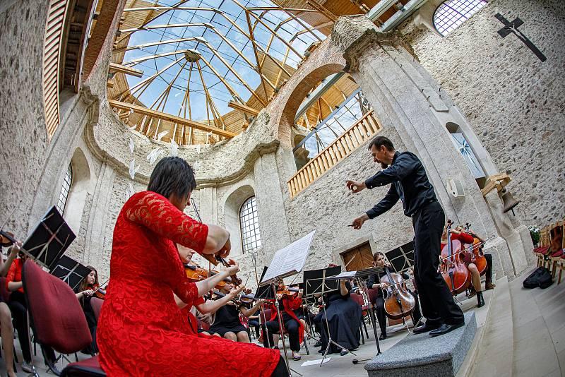 Jedinečný koncert Novoměstské filharmonie v jedinečném prostředí v Neratově korunoval celostátní akci ZUŠ Open.