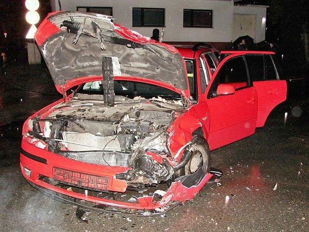 Dopravní nehoda na křižovatce Komenského ulice a Turkovy ulice v Týništi nad Orlicí.