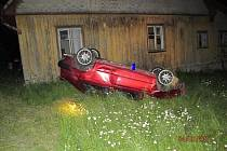 Opilý řidič prorazil plot