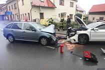 Borohrádek – Tři osobní vozidla havarovala v pátek odpoledne na silnici č. 36.