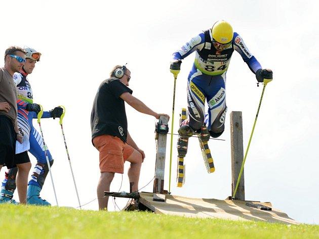 JEDENÁCTINÁSOBNÝ MISTR SVĚTA Jan Němec na domácí sjezdovce vyhrál obří slalom a Super-G.