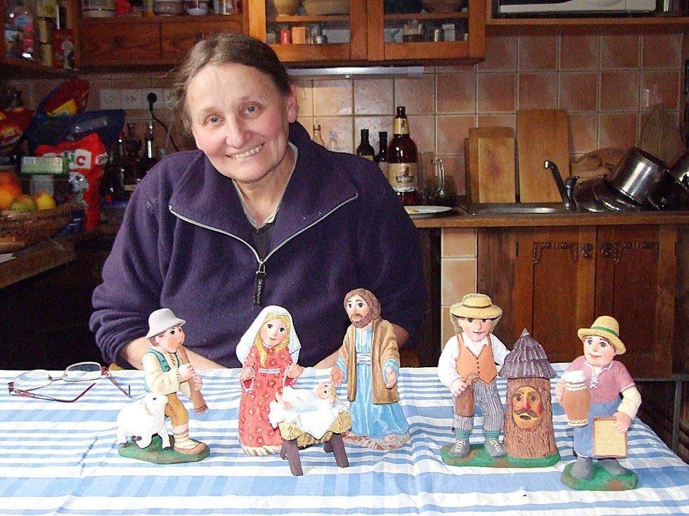 Jarmila Haldová, výtvarnice, ilustrátorka, autorka loutek a řezbářka.
