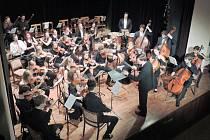 V Opočně zazářil Symfonický orchestr studentů Konzervatoře Pardubice a violocellista Václav Petr.