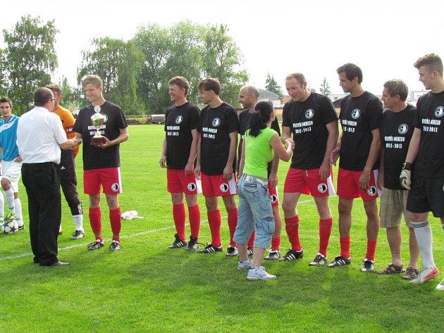 Fotbalisté rezervy FC Spartak Rychnov nad Kněžnou získali díky jarnímu finiši titul mistrů okresu