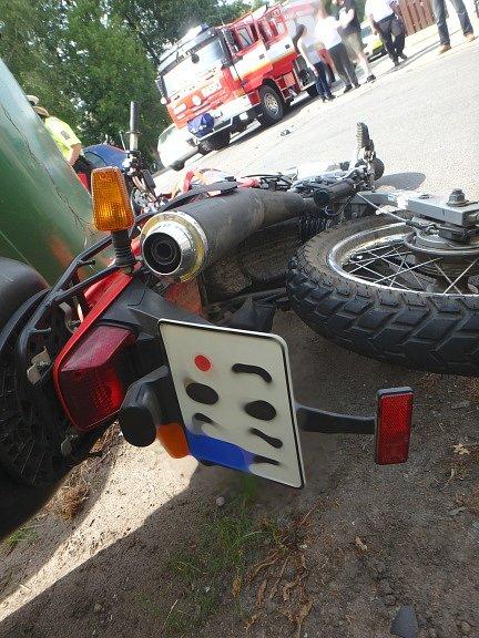 Dopravní nehoda osobního automobilu a motocyklu vBorohrádku.