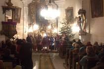 V lukavickém kostele se uskutečnil benefiční koncert. Výtěžek putuje na jeho opravu.