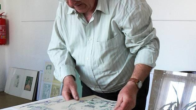 Kresby Jiřího Šlitra. Unikátní akty v rychnovském kině instaloval Jan Tydlitát.