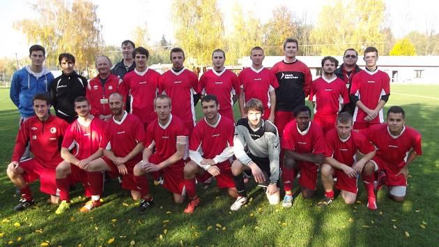 Skupinu D v krajské fotbalové I. B třídě ovládl nováček ze Solnice.