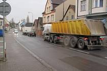 Solnice se podle místních zaslouží, aby jí denně neprojížděly tisíce osobních a nákladních vozidel.