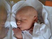 TOMÁŠ BEDNÁŘ se narodil 4. června v 8:59 mamince Janě a tatínkovi Milošovi Bednářovým z Pohoří. Chlapeček vážil 3590 gramů a měřil 51 cm. Tatínek byl u porodu. Z narození mladšího brášky se těšil i starší David.