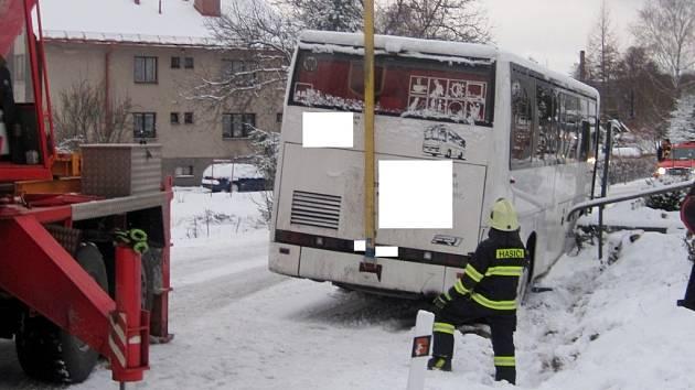 Havárie autobusu v Olešnici.