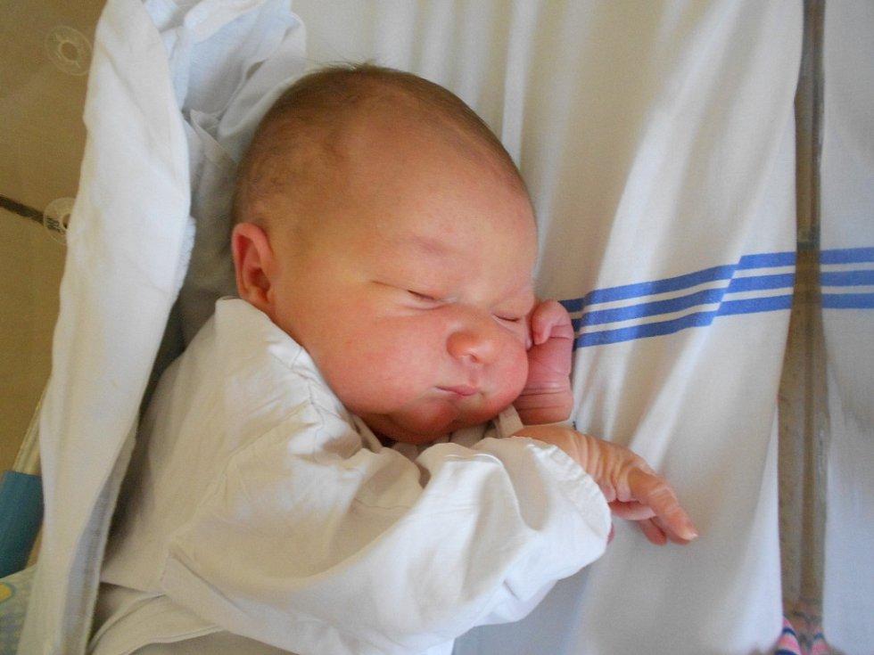 Daniel Pícha přišel na svět 8. října 2019 ve22.25 hodin. Měřil 53 cm a vážil 3 950 g. Rodiče Nela Nedvědová a Aleš Pícha zOpočna zněj mají obrovskou radost. Tatínek byl u porodu velkou oporou.