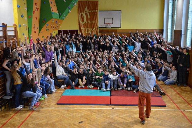TITULEM Střední škola roku 2012/2013 v Královéhradeckém kraji se může pyšnit Obchodní akademie v Kostelci nad Orlicí.
