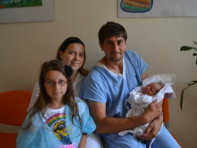 PETR ŠIMEK: Chlapeček svým příchodem na svět potěšil 24. června v 10:59  maminku Kristýnu a tatínka Petra z Němčic. Chlapeček vážil 3300 gramů a měřil 50 cm.  Tatínek byl u porodu moc šikovný a statečný. Doma se na brášku těšili Adélka, Jakub a Veronika.