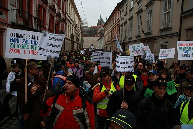 Protesty hasičů a policistů v Praze.