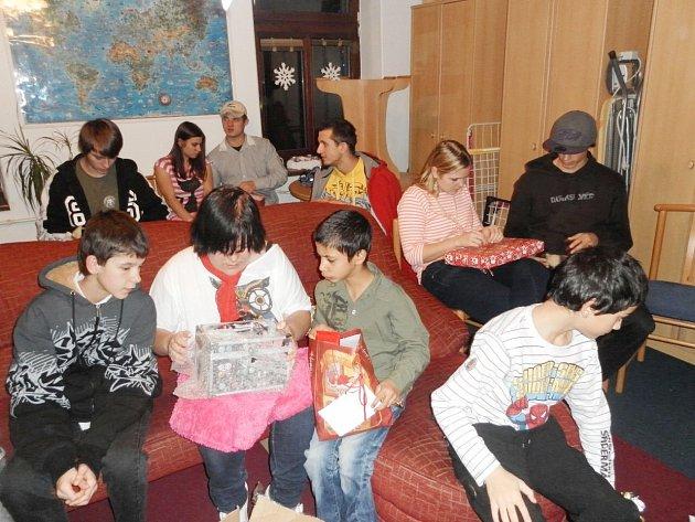 Takovou radost měly děti z dárků o Vánocích.