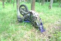 Při tragické nehodě zemřel motorkář.