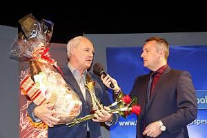 Nejúspěšnějším kolektivem se stalo družstvo badmintonistů Sokola Dobrušky B, které vyhrálo I. celostátní ligu smíšených družstev. Cenu převzal manažer oddílu Karel Tomek.