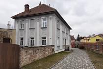 Dům č.p. 186 v Novoměstské ulici, před nímž budou zasazeny do dlažby Kameny zmizelých.