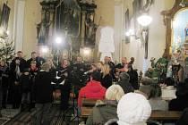 Vánoční zpívání koled v javornickém kostele.