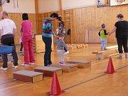 Ti nejmenší společně se svými rodiči cvičili v Česticích.