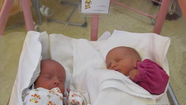 TEREZA A TADEÁŠ SEJKOROVI   přišli na svět 20. března v 11.42 a v 11.43. Tadeáš je starší a vážil víc - 2490 g a Terezka 2 050 g i je o dva centimetry delší. Rodiče Lucie a Lukáš jsou z Přestavlk a mají doma už jednoho potomka.