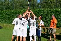 LOŇSKÉ VÍTĚZSTVÍ na Dobrušském poháru budou na čtyřiadvacátém ročníku obhajovat královéhradečtí White brothers.