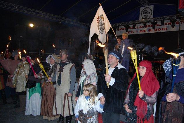 DRUŽINA svatého Václava přijela do města už v pátek večer. V sobotu se poté konal jarmark a další doprovodný program plný hudebních vystoupení a dalších ukázek.