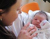 MICHAELA BÁRTOVÁ: Manželé Petra a Martin Bártovi z Byzhradce přivedli na svět dceru. Narodila se 26. 1. v 18.55 hodin s váhou 3,55 kg a délkou 50 cm. Tatínek to u porodu zvládal na jedničku s hvězdičkou.