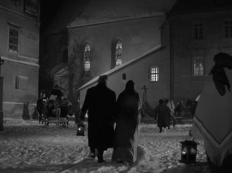 U kostela na novoměstském náměstí, filmový záběr.