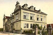BUDOVA ROLNICKÉ ŠKOLY v Kostelci nad Orlicí kolem roku 1900.
