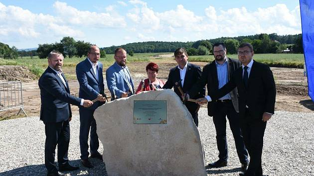 Ze zahájení stavby u Domašína.