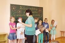 Většina dětí si pro vysvědčení přišla s úsměvem.