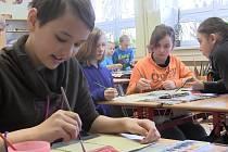 Žáci v Borohrádku psali vzkaz budoucím generacím.