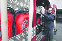 Dobrovolní hasiči nejsou k dispozici ve všech obcích, ty menší na to nemají dost financí.