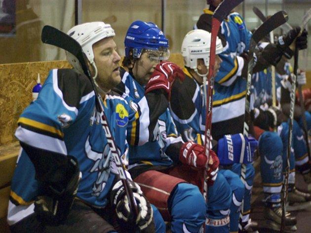 DALŠÍ PROHRA. Hráči HC Býci Lípa (na snímku) podlehli v pátém kole Rychnovské hokejové ligy obhájcům titulu z Rychnova vysoko 2:10 a stále čekají na zisk prvních bodů.
