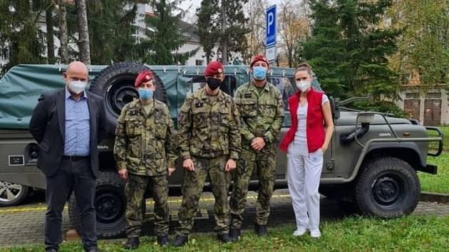 Armáda pomáhá v Rychnově.
