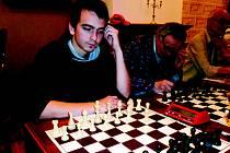 Adam Ježek (na snímku) je letos stoprocentní. V duelu s Jiřím Hostinským si připsal své čtvrté vítězství.