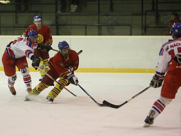 Tečku za sezonou udělali opočenští hokejisté v Náchodě.  V druhém utkání o sedmé místo těsně prohráli a v konečném pořadí letošního ročníku Krajské ligy obsadily osmé místo