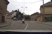 Motorkáři bez papírů se útěk nezdařil