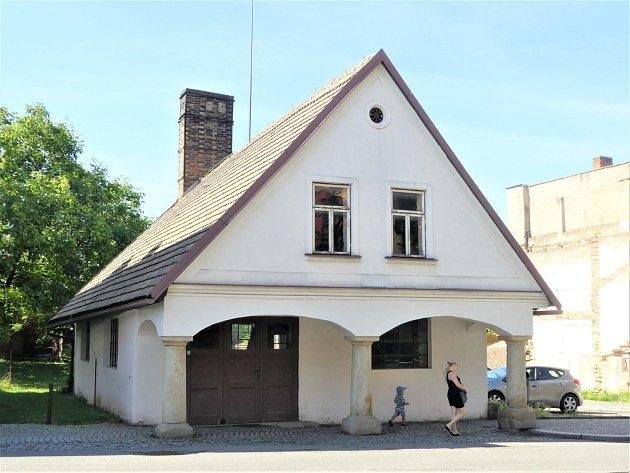 Budova bývalé kovárny čp. 364  v Dobrušce, která je národní kulturní památkou, dostane nový kabát.