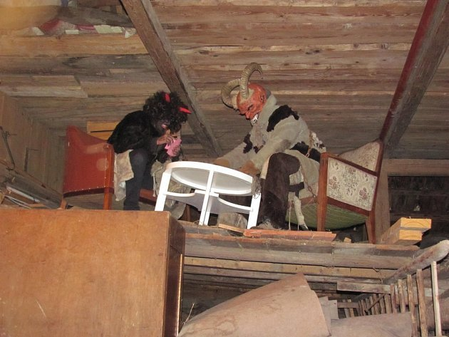 Čerti řádili ve mlýně i v zámeckém parku.