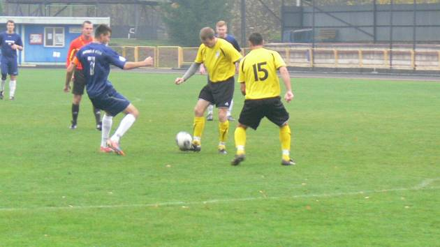 Fotbalisté Dobrušky podali v závěrečném podzimním utkání krajského přeboru s favorizovaným týmem z Vysoké nad Labem kvalitní kolektivní výkon a byli velmi blízko zisku tří bodů.