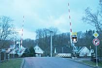 Přejezd v Kostelci nad Orlicí už má závory.