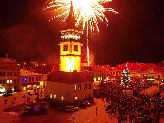 Silvestrovský ohňostroj 2015 v Dobrušce.