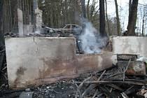 Plameny pohltily dům, škoda šplhá k půl milionu