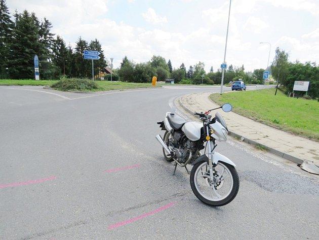 Motocyklista nedostal přednost, skončil v nemocnici