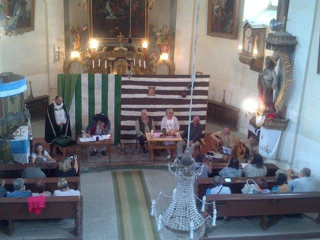 Představení rozproudilo lukavický kostel.