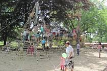 Ve středu bylo slavnostně otevřeno nové dětské hřiště v zámeckém parku.