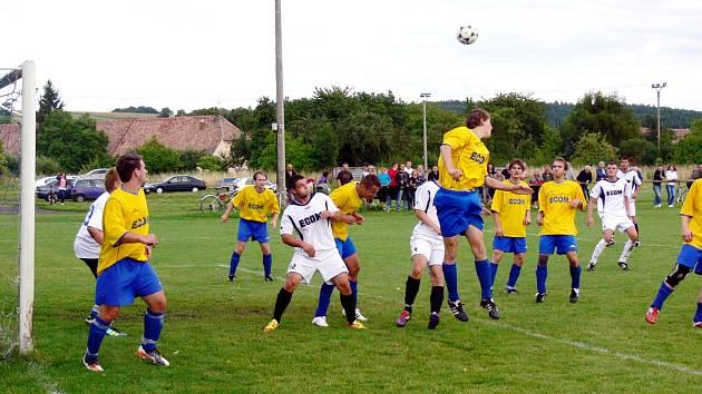Čtyři góly padly v nedělním přípravném utkání v Přepychách, kde domácí fotbalisté remizovali se sousedy z Českého Meziříčí 2:2.